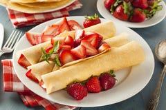 Η φρέσκια φράουλα γαλλικά Crepes Στοκ εικόνα με δικαίωμα ελεύθερης χρήσης