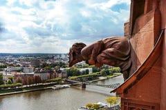 Η Φρανκφούρτη Αμ Μάιν στη Γερμανία είναι το κέντρο της πλήμνης εμπορίου, πολιτισμού, εκπαίδευσης, τουρισμού και μεταφορών στοκ φωτογραφίες