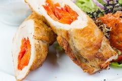 Η φραντζόλα κρέατος γέμισε το κόκκινο πιπέρι και τα λαχανικά Στοκ Εικόνες