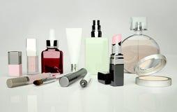 Η φροντίδα δέρματος και makeup βρίσκεται στο γκρίζο υπόβαθρο στοκ εικόνες
