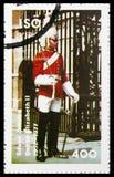 Η φρουρά στρατιωτών, αφιέρωσε στο ασημένιο ιωβηλαίο τη βασίλισσα Elizabeth II, serie, circa το 1977 στοκ φωτογραφία