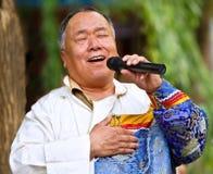 η φυλή menggu τραγουδά τα τραγ&omic Στοκ Εικόνες