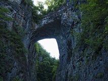 Η φυσική γέφυρα στη κομητεία Rockbridge, Βιρτζίνια, που είναι κύρια μιά φορά από το Thomas Jefferson Στοκ Εικόνες