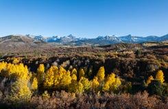 Η φυσική ομορφιά φθινοπώρου των δύσκολων βουνών του Κολοράντο Στοκ φωτογραφία με δικαίωμα ελεύθερης χρήσης