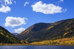Η φυσική ομορφιά φθινοπώρου των δύσκολων βουνών του Κολοράντο Στοκ Εικόνα