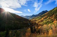 Η φυσική ομορφιά φθινοπώρου των δύσκολων βουνών του Κολοράντο Στοκ φωτογραφίες με δικαίωμα ελεύθερης χρήσης