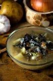 Η φυτική σούπα ξεφυτρώνει κύπελλο γυαλιού αγροτικό στοκ φωτογραφία με δικαίωμα ελεύθερης χρήσης