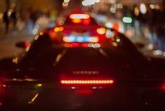 Η φωτογραφία νύχτας του αυτοκινήτου είναι από την εστίαση Στοκ Εικόνα