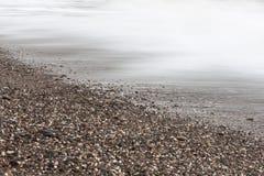 Χαλίκια και κύματα στοκ εικόνες με δικαίωμα ελεύθερης χρήσης