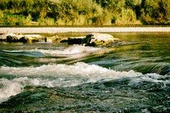 Η φύση ποταμών του Μόναχου, Γερμανία chillout χαλαρώνει αναδρομικό στοκ εικόνες