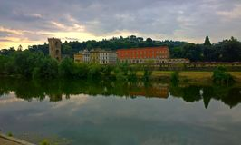 Η Φλωρεντία είναι πόλη στην Ιταλία, που τοποθετείται στον ποταμό Arno Στοκ Εικόνες