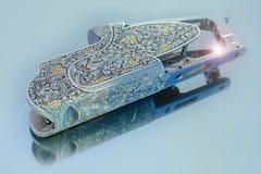 Η χάραξη στο πυροβόλο όπλο τοποθετεί Στοκ Εικόνες