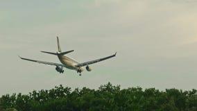 Η χαμηλή προσγείωση αεροπλάνων απόθεμα βίντεο