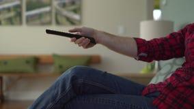 Η χαμηλή γωνία μετακινείται τον πυροβολισμό των καναλιών μιας ατόμων μετατροπής απόθεμα βίντεο