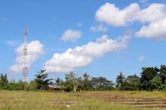 Η χαρακτηριστική άποψη επαρχίας του από το Μπαλί χωριού Παιδιά που παίζουν το Κ Στοκ Εικόνα