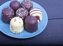 Η χαρακτηριστική ολλανδική σοκολάτα μεταχειρίζεται με η κρέμα μέσα Στοκ εικόνες με δικαίωμα ελεύθερης χρήσης