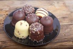 Η χαρακτηριστική ολλανδική σοκολάτα μεταχειρίζεται με η κρέμα μέσα Στοκ Φωτογραφία