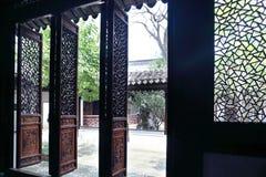 Η χαρασμένη πόρτα στοκ φωτογραφίες με δικαίωμα ελεύθερης χρήσης