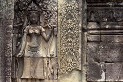 Η χαρασμένη bas-ανακούφιση πετρών του σύνθετου ναού Angkor Wat, Siem συγκεντρώνει, Καμπότζη Ιστορική περιοχή της khmer αρχιτεκτον Στοκ Εικόνα
