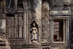 Η χαρασμένη bas-ανακούφιση τοίχων του σύνθετου ναού Angkor Wat, Siem συγκεντρώνει, Καμπότζη Floral γλυπτική πετρών διακοσμήσεων Στοκ φωτογραφίες με δικαίωμα ελεύθερης χρήσης