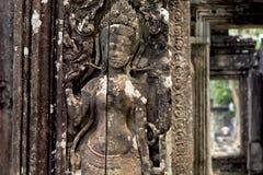 Η χαρασμένη bas-ανακούφιση devata του σύνθετου ναού Angkor Wat, Siem συγκεντρώνει, Καμπότζη Γλυπτική πετρών αριθμού γυναικών Στοκ Φωτογραφίες