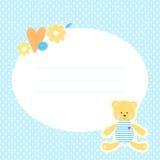 Η χαριτωμένη ευχετήρια κάρτα με Teddy αντέχει, λουλούδια και καρδιά Στοκ φωτογραφία με δικαίωμα ελεύθερης χρήσης
