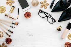 Η Χαρούμενα Χριστούγεννα και καλή χρονιά διαμορφώνουν την έννοια: Επίπεδος βάλτε στοκ φωτογραφίες