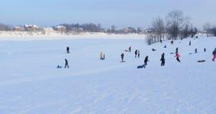 Η χειμερινή φωτογραφική διαφάνεια χαλαρώνει στη φύση φιλμ μικρού μήκους