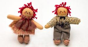 Η χειροποίητες κόκκινες ελεγμένες κουρελιασμένες Ann και κούκλες του Andy Στοκ Εικόνες