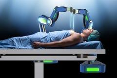 Η χειρουργική επέμβαση που εκτελείται από το ρομποτικό βραχίονα Στοκ Εικόνες