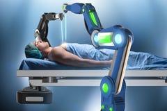 Η χειρουργική επέμβαση που εκτελείται από το ρομποτικό βραχίονα Στοκ Φωτογραφίες
