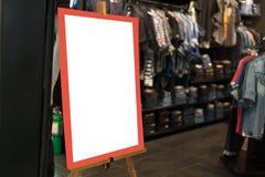 Η χλεύη ονομάζει επάνω το πλαίσιο για τις αγορές, αντιπροσωπεύει το βιβλιάριο ή την αφίσα bil Στοκ Φωτογραφίες