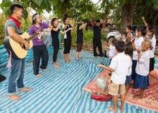 Η χριστιανική νεολαία τραγουδά Στοκ Φωτογραφίες