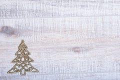Η χρυσή διακόσμηση δέντρων έλατου Χριστουγέννων ακτινοβολεί επάνω υπόβαθρο Στοκ φωτογραφία με δικαίωμα ελεύθερης χρήσης