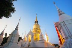 Η χρυσή παγόδα στο ναό Wat Suan Dok σε Chiang Mai Στοκ Φωτογραφία