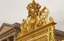 Η χρυσή πύλη του παλατιού των Βερσαλλιών, ή πύργος de Βερσαλλίες, ή απλά Βερσαλλίες, στη Γαλλία Στοκ φωτογραφία με δικαίωμα ελεύθερης χρήσης