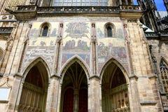 Η χρυσή πύλη του καθεδρικού ναού του ST Vitus, Πράγα, Δημοκρατία της Τσεχίας Στοκ φωτογραφία με δικαίωμα ελεύθερης χρήσης