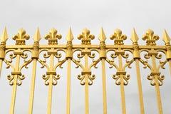 Η χρυσή πύλη του παλατιού των Βερσαλλιών, ή πύργος de Βερσαλλίες, ή απλά Βερσαλλίες, στη Γαλλία Στοκ φωτογραφίες με δικαίωμα ελεύθερης χρήσης