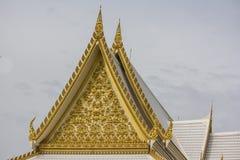 η χρυσή στέγη ναών στον ταϊλανδικό ναό Στοκ Εικόνα