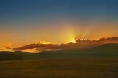 Ανατολή στα βουνά στοκ εικόνες με δικαίωμα ελεύθερης χρήσης