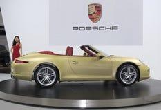 Η χρυσή Porsche 911 αυτοκίνητο Στοκ Εικόνες
