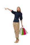 Η ψηλή γυναίκα με τις πλαστικές τσάντες που απομονώνεται στο λευκό Στοκ Φωτογραφίες