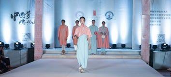 Η δωδέκατη σειρά τηγάνισε το χιόνι - επίδειξη μόδας Στοκ Εικόνα