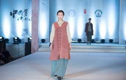 Η δωδέκατη σειρά τηγάνισε το χιόνι - επίδειξη μόδας Στοκ εικόνες με δικαίωμα ελεύθερης χρήσης