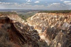 Η όμορφη άποψη της διάβρωσης φαραγγιών αυλακώνει, στην επιφύλαξη Tsingy Ankarana, Μαδαγασκάρη Στοκ Φωτογραφία