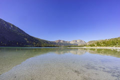 Η όμορφη λίμνη Ιουνίου Στοκ Φωτογραφίες