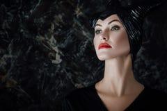 Η όμορφη γυναίκα έντυσε όπως επιβλαβής Στοκ φωτογραφία με δικαίωμα ελεύθερης χρήσης