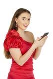 Η όμορφη γυναίκα γράφει ένα μήνυμα στο τηλέφωνο Στοκ εικόνα με δικαίωμα ελεύθερης χρήσης
