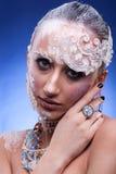 Η όμορφη γυναίκα με καλλιτεχνικό δημιουργικό αποτελεί Στοκ Εικόνα