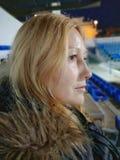Η όμορφη γυναίκα με χαμένος κοιτάζει στοκ φωτογραφίες με δικαίωμα ελεύθερης χρήσης